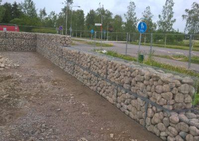 S-Market Nikkilä kivikoreja 4